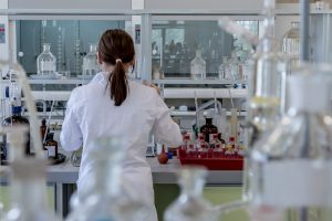 medical translation woman in laboratory