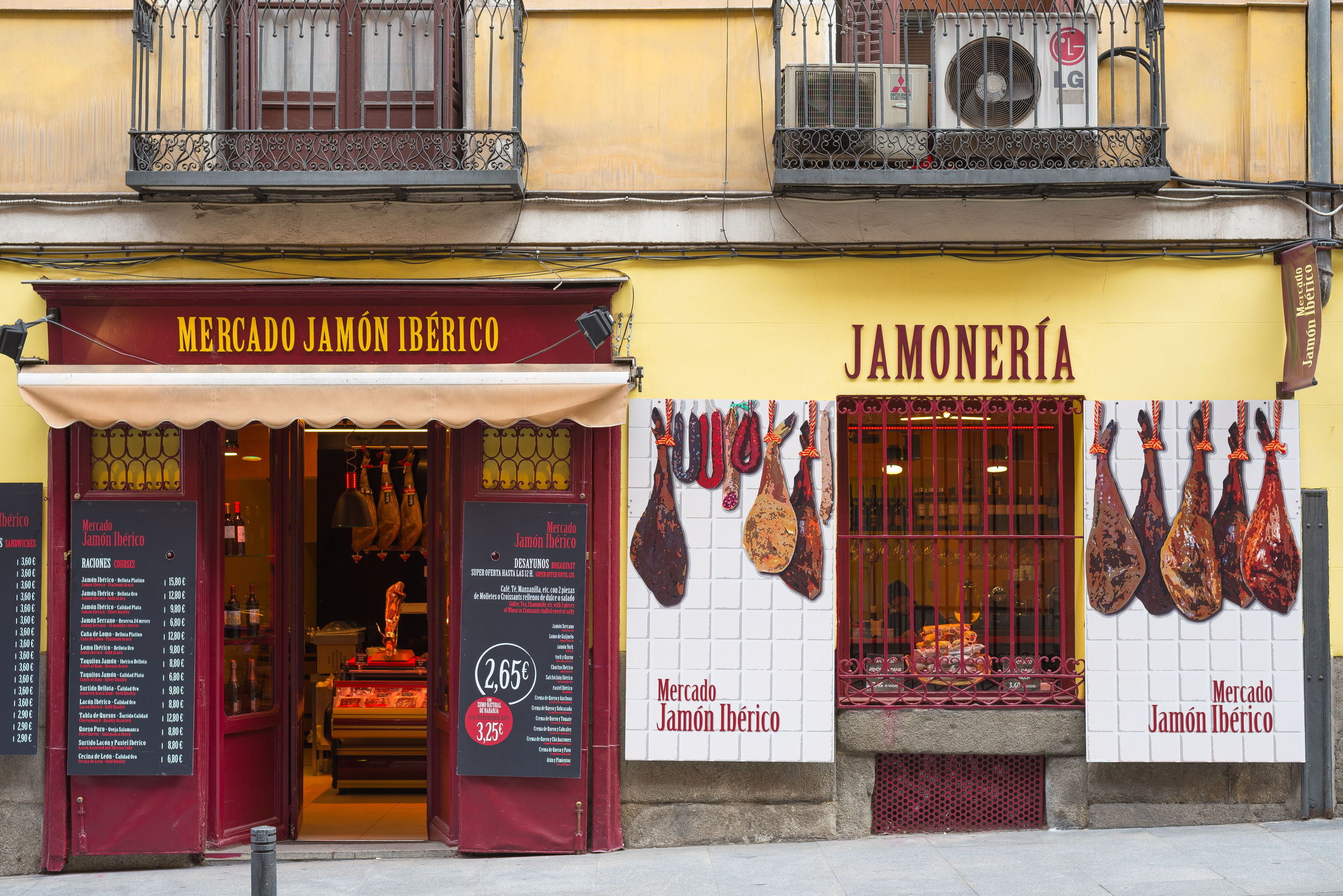 Store selling spanish ham catering to spanish-speaking customers