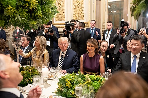 President_Donald_J._Trump_First_Lady_Melania_Trump_and_Chinese_President_Xi_Jinping_at_the_G20_2018_Summit_Dinner