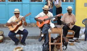 tropical-street-musicians