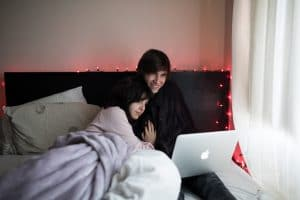 couple-in-bed-using-laptop